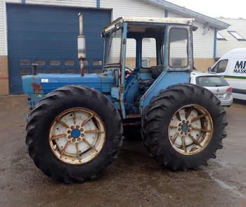 salg af Ford County 754 traktor