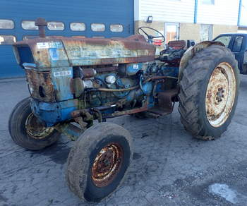 salg af Ford 5000 X traktor