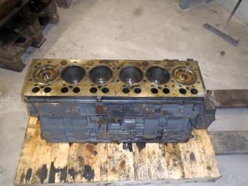 salg af Shortblock Challenger MT 665C