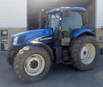 salg af New Holland TS125A traktor