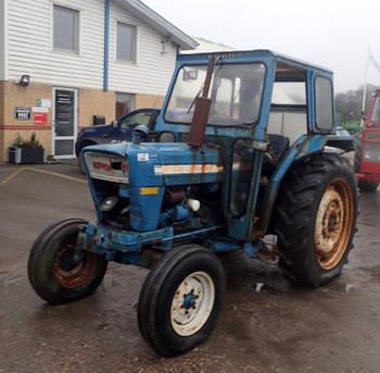 salg af Ford 4000 Y traktor