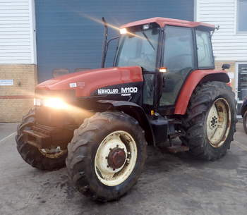 salg af New Holland M100 traktor