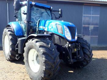 salg af New Holland T7.220 traktor
