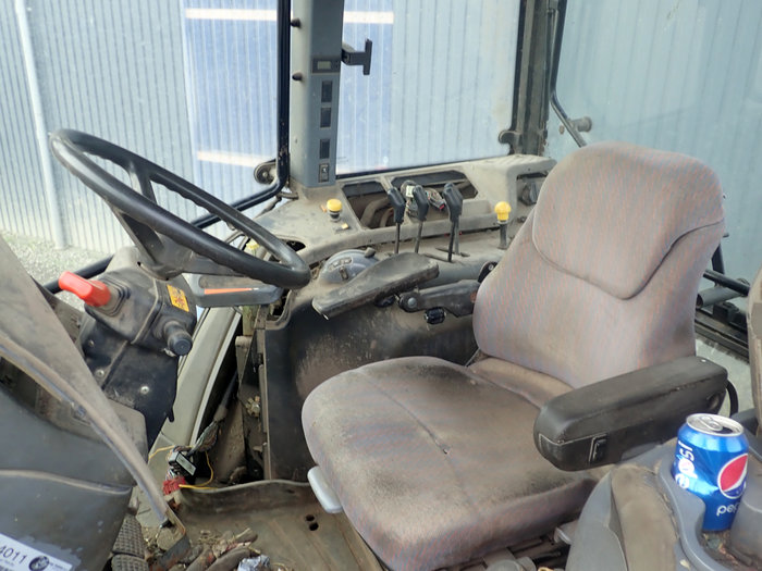 New Holland TM135 tractor - Dismantled tractors Secondhand