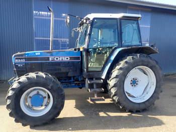 salg af New Holland 8340 SLE traktor