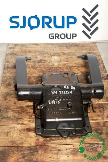 salg af Lift New Holland TS135A