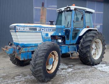 salg af Ford TW25 traktor
